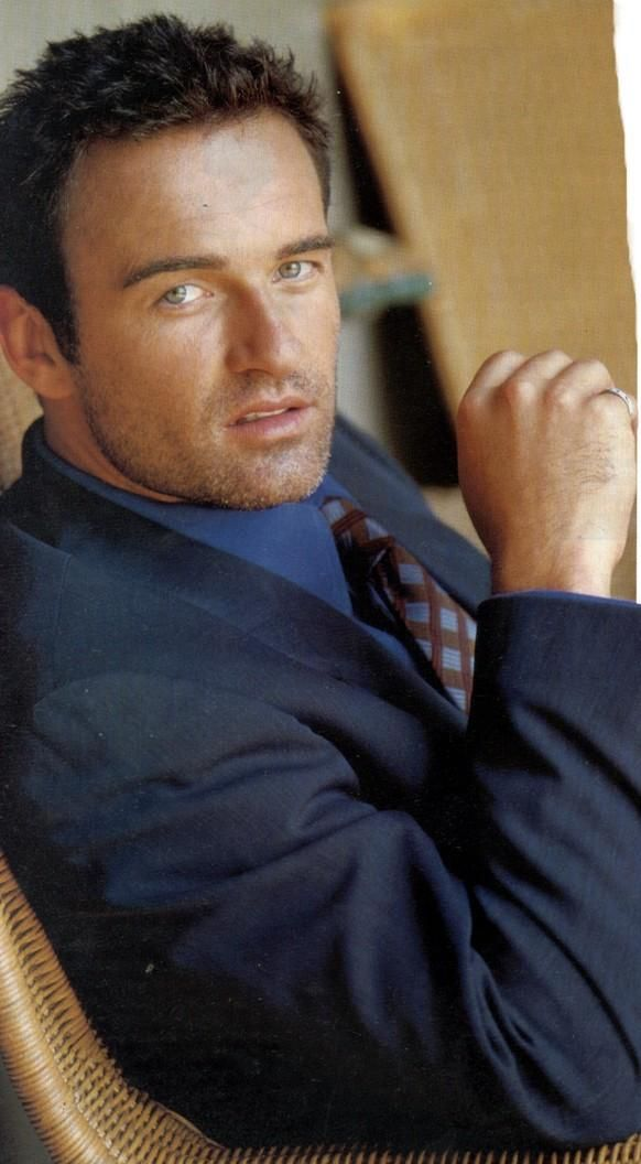 Julian McMahon - OMG this man is beautiful. He makes my heart pitter patter.