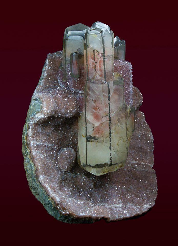 Calcite sur Améthyste du Brésil (pièce de musée)