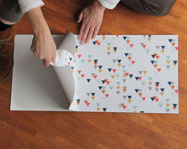 Die Spritzschutz Folie für die Rückwand der IKEA Kinderküche aufkleben, www.limmaland.com