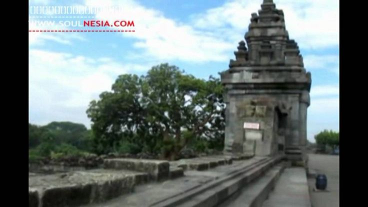 Prambanan or Roro Jonggrang temple is a beautiful site that was built in the border line of Central Java province and Jogjakarta province. This historic temple was built by Rakai Pikatan in 850 BC and recognized as world heritage site by UNESCO. Prambanan is a well known temple and considered as one of the majestic temples within South East Asia.