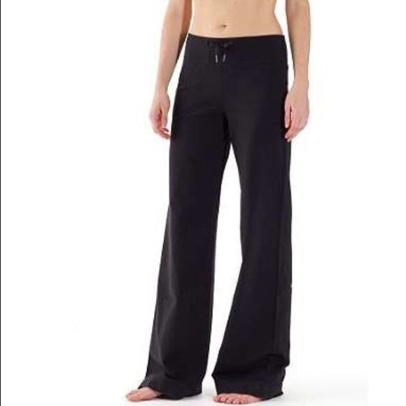 Lululemon Black Still Pants Size 6 New Lululemon Black Still Pant. Never altered. No Trade. To make an offer please use the offer button. No Pal. Size 6. WILL SELL ON MERC FOR LESS plus free shipping! lululemon athletica Pants