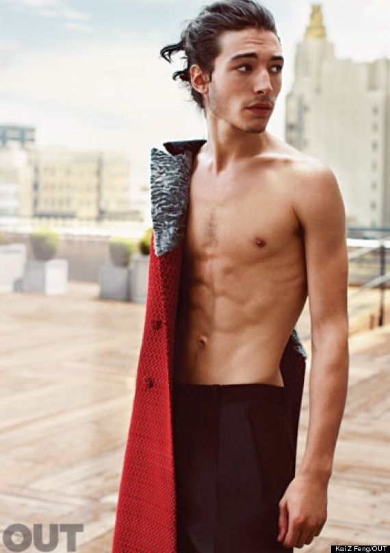 Actor Ezra Miller sale del clóset