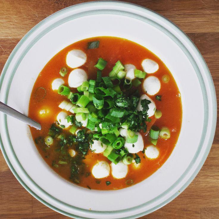 Superlekkere soep: tomaat-paprika met mozzarella