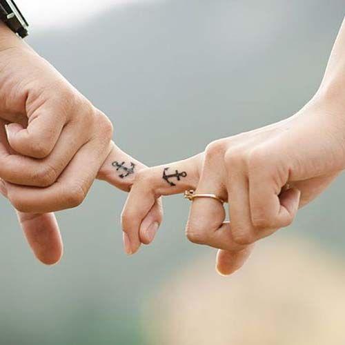 couple finger anchor tattoos çapa çift dövmeleri