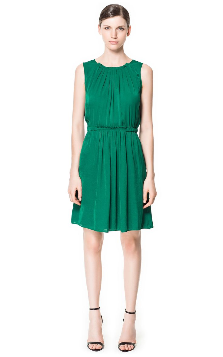 5 maneras de combinar un vestido verde - http://vestidosglam.com/5-maneras-de-combinar-un-vestido-verde/
