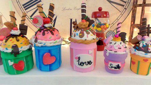 Recicla un tarro de cristal en un vaso con pajita en forma de cupcake \'Me gusta reciclar\'
