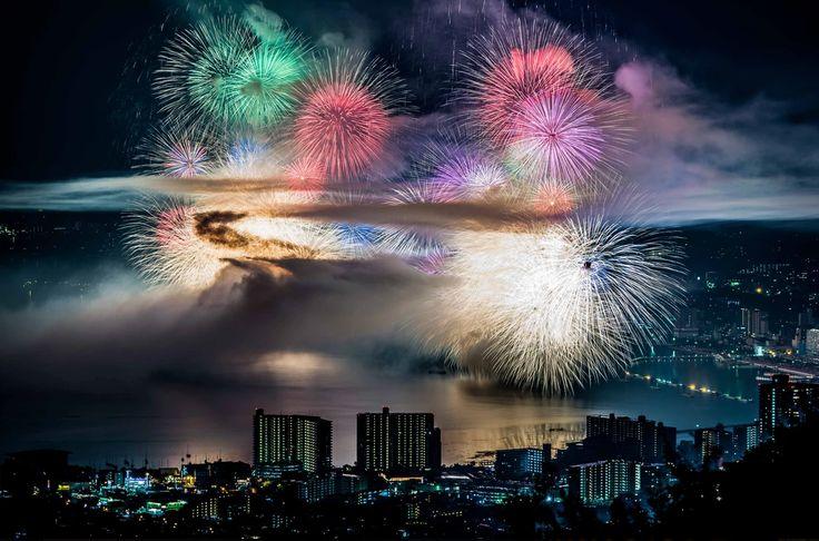 "Takahiro Bessho   Fireworks   the final explosion of ""biwako fireworks"" festival."