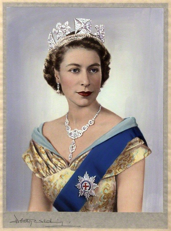 For Her Majesty's Royal Family Order she chose a Dorothy Wilding portrait from 1952.