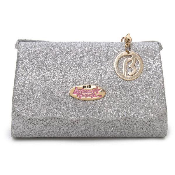 Bolsa transversal Larissa Manoela em glitter prata, fechamento em imã, acabamento estruturado. Puro glamour!