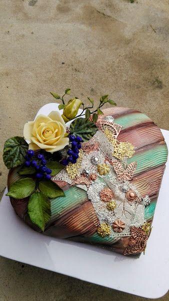 Vintage  heart cake