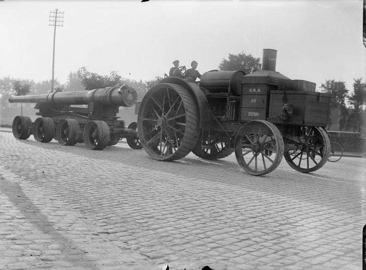 BRITISH ARTILLERY WORLD WAR 1 (Q 3154)   R.M.A. steam tractor hauling barrel of a 6 inch Mark VII gun. July 1917.