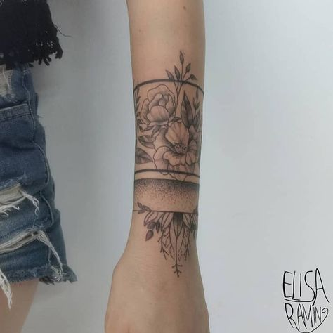 this band of flowers around the thigh/garter.