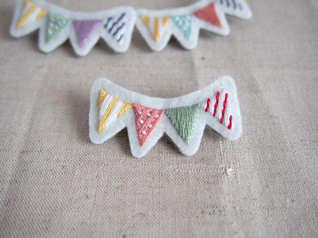 フラッグの刺繍ブローチ by poco アクセサリー コサージュ・ブローチ
