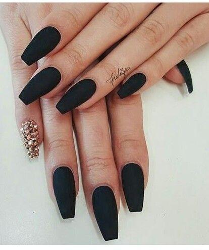 Nails Matte Black W Gold