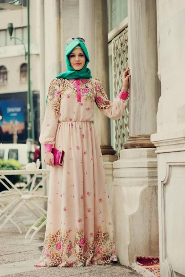 Cicekli Yazlik Tesettur Elbise Modelleri Basortusu Modasi Moda Stilleri Kadin Kiyafetleri