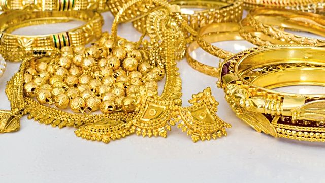 Gold has risen to record high prices. Now is the time to sell your class rings, chains, necklaces, charm bracelets, wedding bands, mountings, antique items, dental gold, scrap gold, broken jewelry, bullion,  – if it's gold, WE WANT IT!