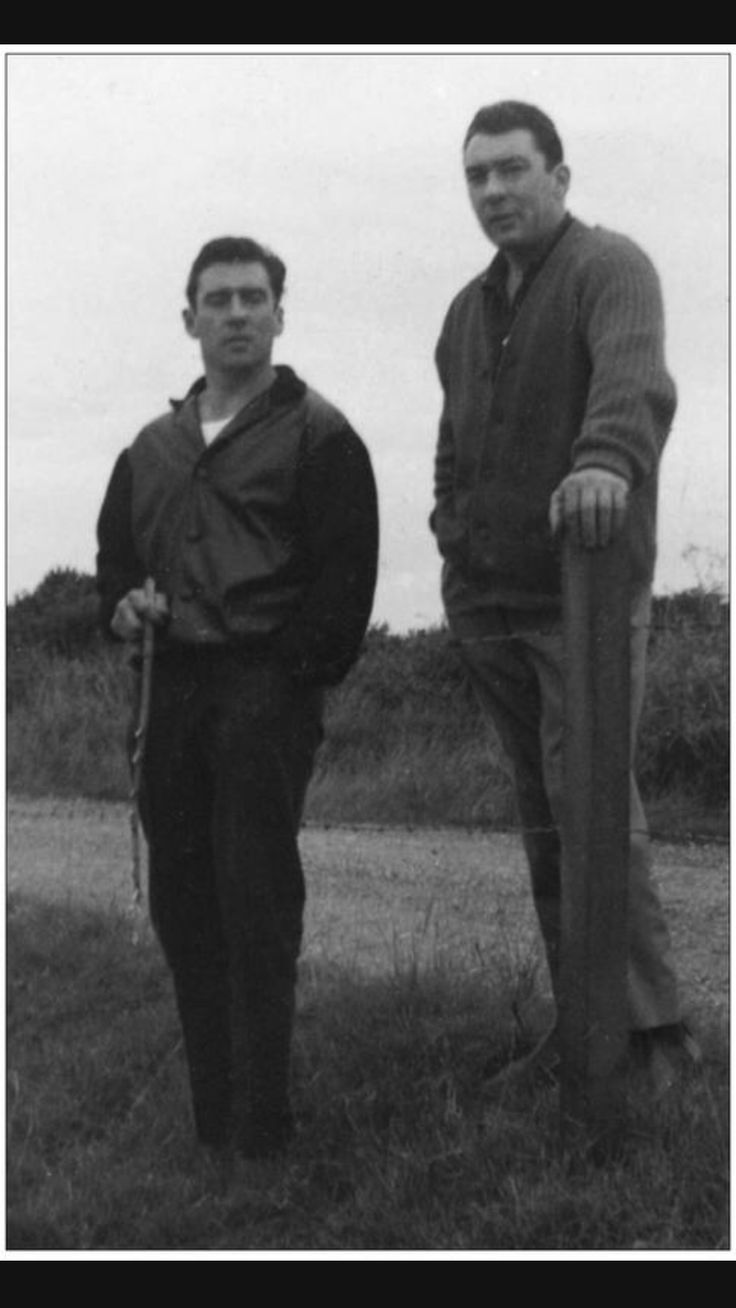 Ron & Reg Kray in the country.