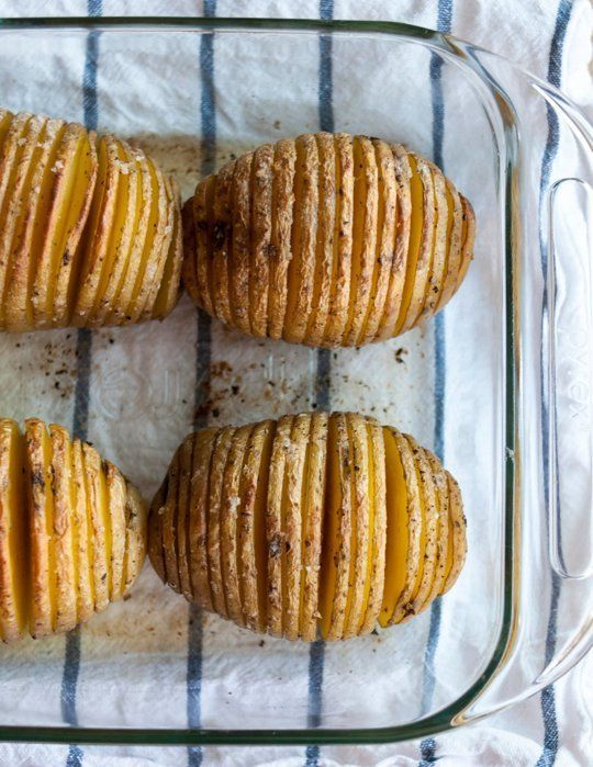 I want to make these RIGHT NOW! How To Make Hasselback Potatoes