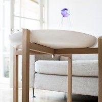 Tablo tray table in oak in front of sofa (L) Design: Magnus Löfgren