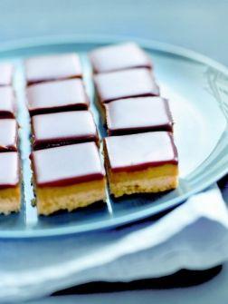 Niks geen kruidnoten en speculaas, we maken die lieve goede Sint dit jaar blij met chocoladekaramelkoek. H...