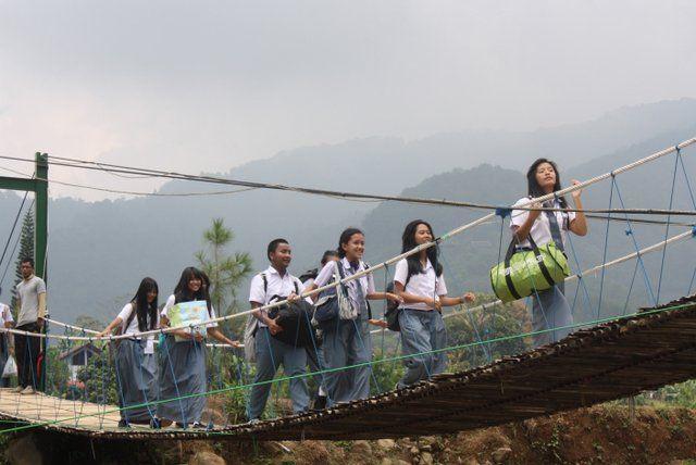 Jembatan gantung di Citra Alam RIverside