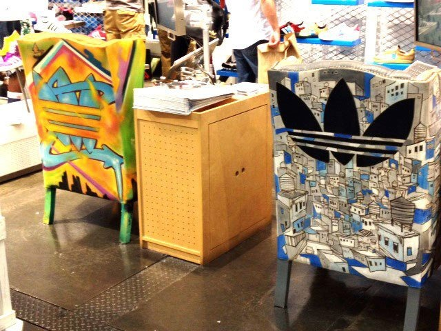 Hemosas sillas con grafitis, muy de moda