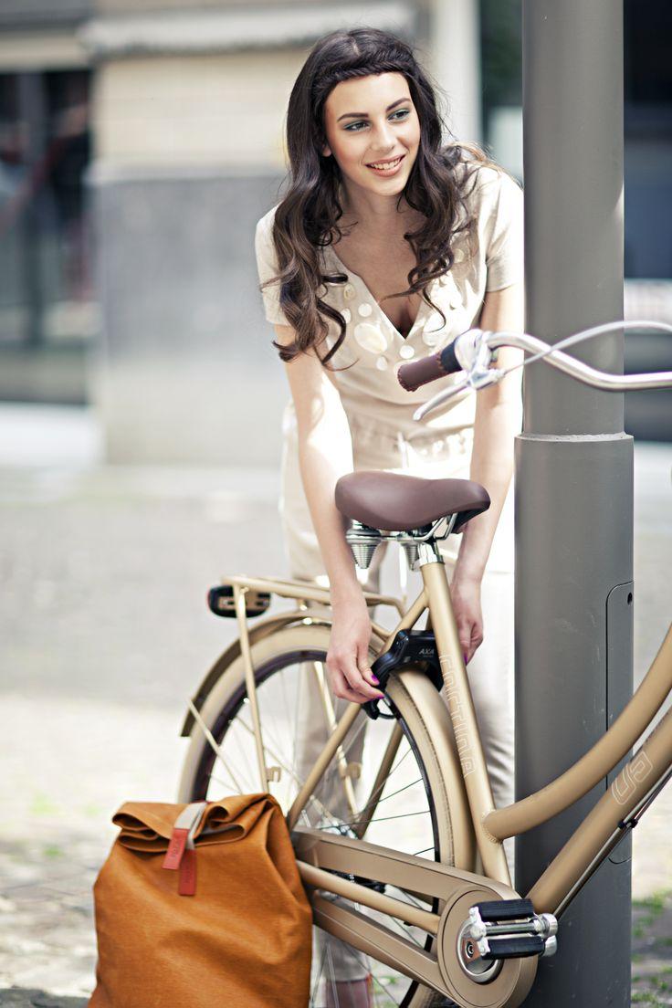 #fashionista #design #bike #fashion #cortina #gold #brooks #pretty Stijlgroep Utility