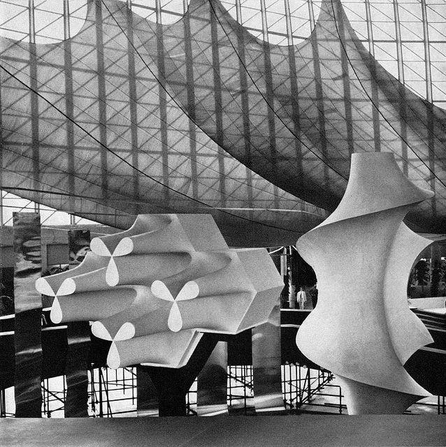 Italia 61 exhibition in Turin. In the pavilion of 'Fashion, Style and Costume'. Architects Leonardo Sinisgalli/Paolo Portoghesi; designer Giovanni Ferrabini. From Graphis 99, 1962