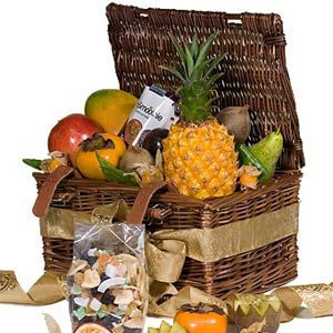 ..4 Fresh Fruit selection..1 Exotic Fruit Selection..smoothie Blueberries, 250 ml..1 Tropical Mix in Large Transparent Box..1 Packaging - Picnic Basket Standard..