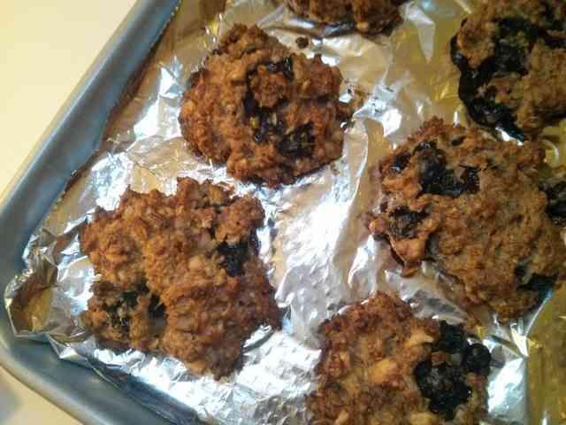 30分☆バナナオートミールクッキー        材料4つ、ボウルひとつで出来るやさしい甘さのクッキーです。砂糖・粉類不使用。体に優しいおやつ♪    材料 (12枚) ピーナツバター 150g バナナ 1本 オートミール 1カップ 卵(M) 1個