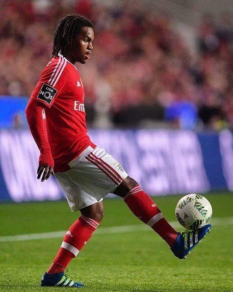 Renato Sanches. Portugal. EURO 2016. Jugador más joven en una final.  18 años, 328 días.