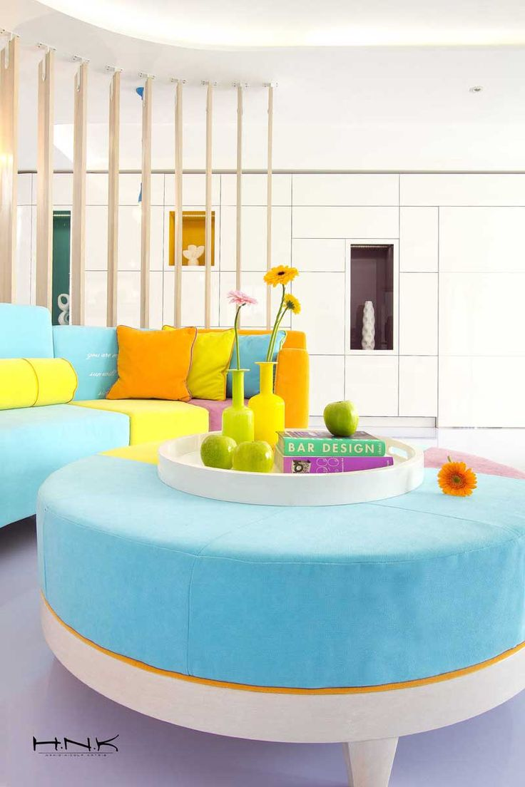 Apartment with bright and fresh design by Hamid Nicola Katrib