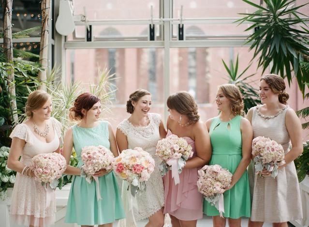 #bruidsmeisjes #bridesmates #pastel #mintgroend #mint #lightpink #lichtroze  | ThePerfectWedding.nl
