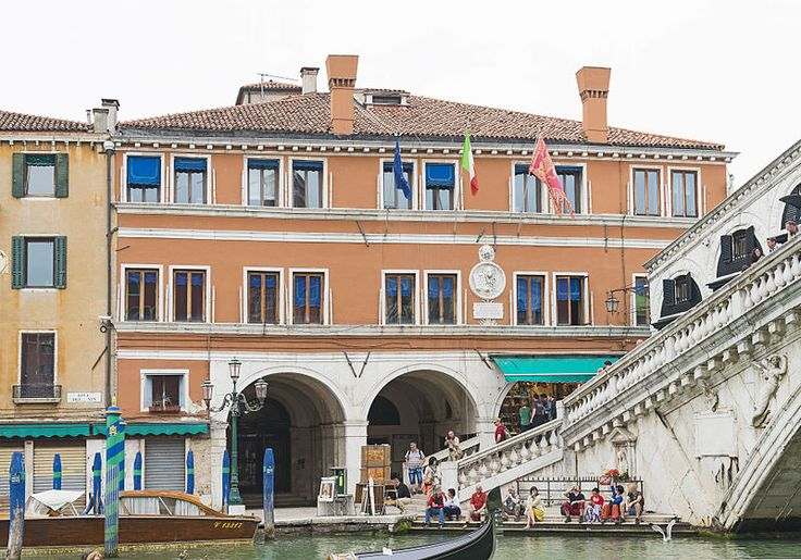 Palazzo dei Dieci Savi is a palace on the Canal Grande, Venice,Italy.It is included in the sestiere(quarter) of San Polo,and is not far from the Rialto Bridge,on the opposite side than the Palazzo dei Camerlenghi.It was built in the first half of the 16th cent., under design of Antonio Abbondi.It was the seat of the Dieci Savi alle Decime, the magistrate who cared the finances of the Republic of Venice,maintaining this function until the end of the latter in 1797.It currently houses the…
