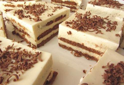 Торт из печенья без выпечки, с нежным творожным кремом