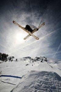 Espaces Ludiques & SnowPark à Serre Chevalier  Au cœur du domaine skiable, le SnowPark est composé de trois zones de niveaux différents et vous permet de vous initier ou vous perfectionner à la pratique du ski freestyle sur des modules ludiques.