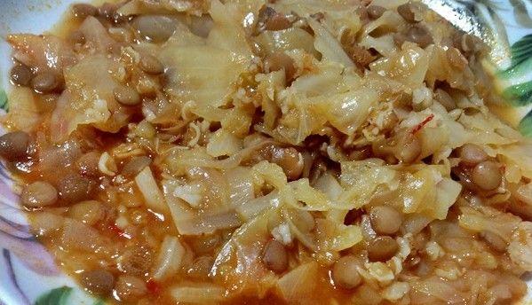 MALZEMELER:   2-3 kg lık lahana   2 adet kuru soğan   1 Yemek kaşığı dolusu domates salçası   1 Tatlı kaşığı dolusu biber salçası  ...