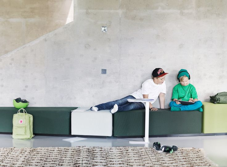 Diagonal Play sofas and Trailer table in Inspiring School.