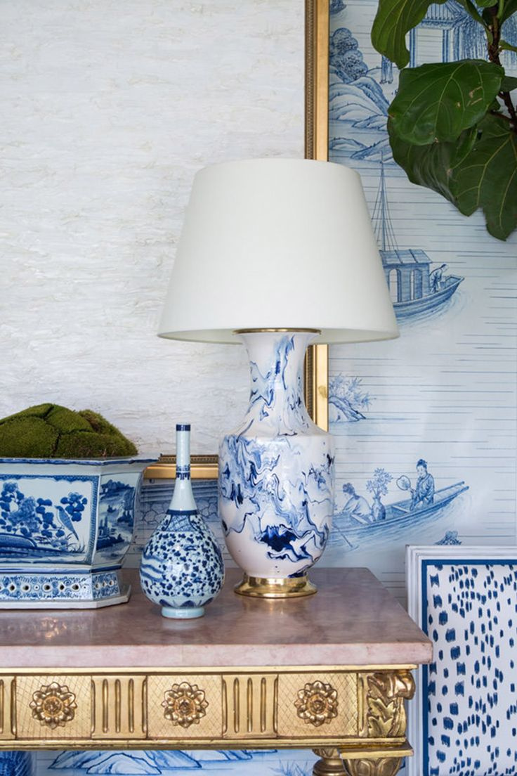 The best frame for your blue chinoiserie art could be a silver or golden one. They are a lovely match and will make your living room or hallway look as classy as a five star hotel.
