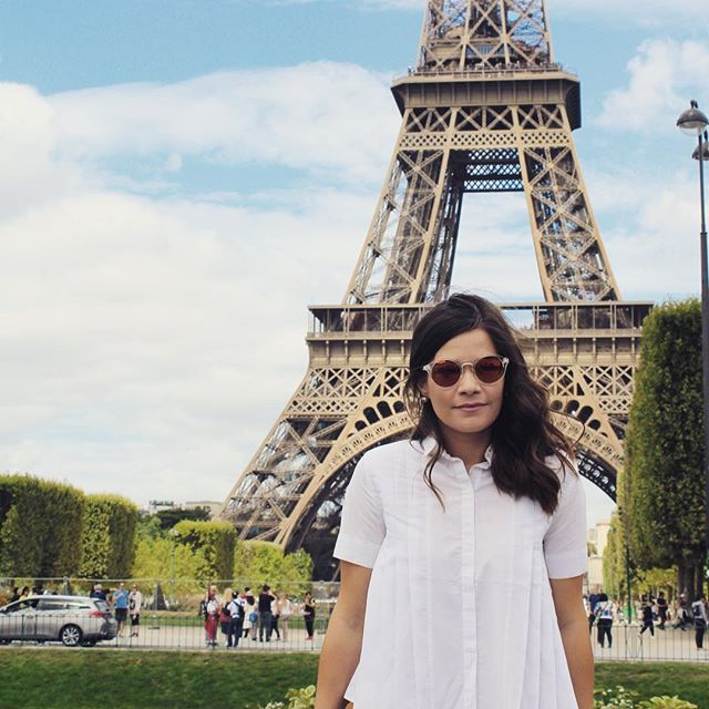 Because Paris is always a good idea . . . . . . #streetstyle #outfit #streetstyle #summeroutfit #outfitinspiration #outfitinspo #rippedjeans #jeansshorts #ootd #fashion #outfit #style #fashiongram #fashionaddict #liketkit #instafashion #instastyle #paris #eiffeltower #fashionphotography #marcjacobs #marcjacobswatch #goldenwatch