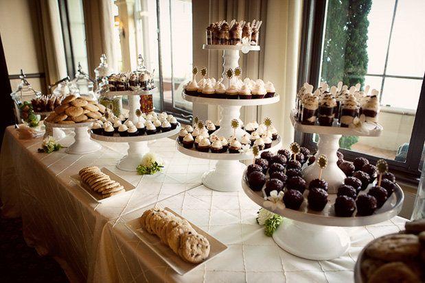 Montaje de mesa de dulces para boda elegante mesas for Mesa de postres para boda