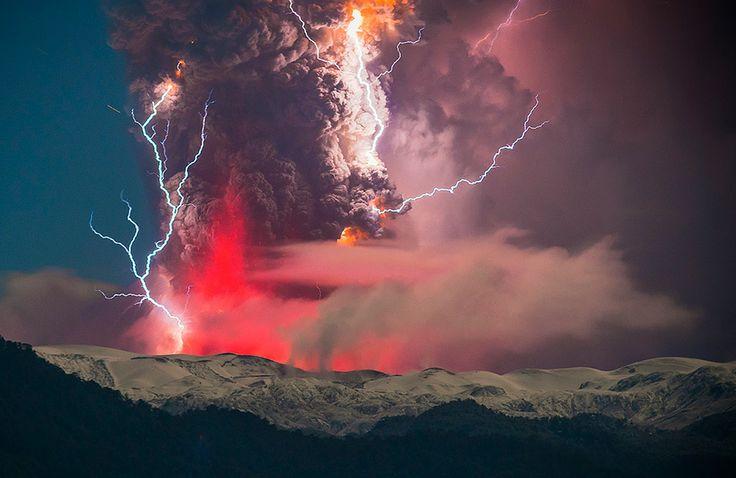 superbes images d une eruption volcanique au chili 9   Splendides photos dun orage volcanique   volcan photo orage lave image Francisco Negr...