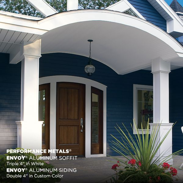 beautiful home entryway made possible using Mastic by Ply Gem aluminum soffit and siding.