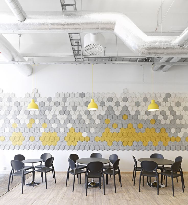 School design on a tight budget: canteen with sound absorbing wall. By codesign
