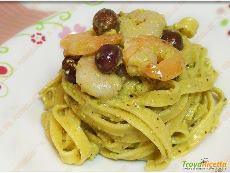 Tagliatelle con pesto alla brontese gamberetti e olive  #ricette #food #recipes