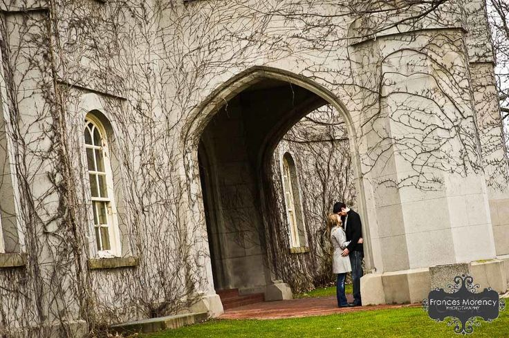 engagement photography at courthouse