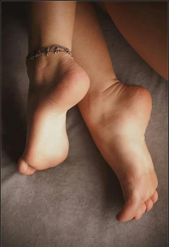 Candid heels shoeplay in nylons au bureau 1 4