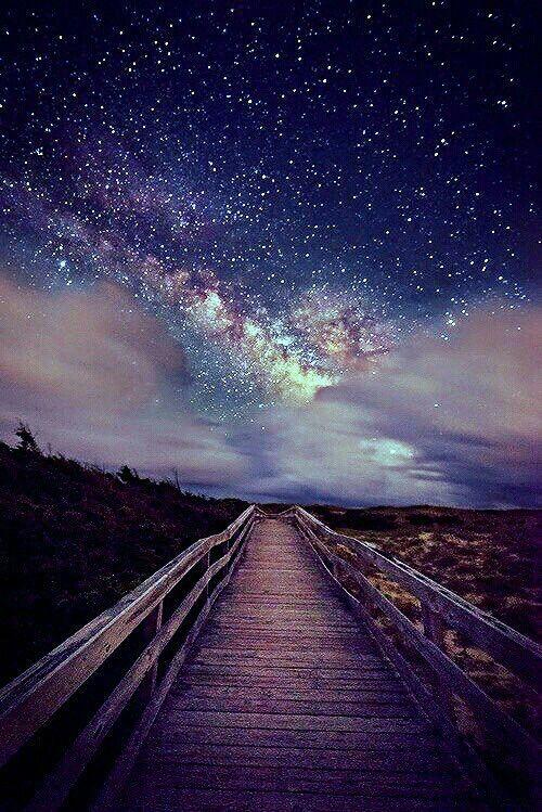 Caminhos no céu e na Terra. Fotografia: WhiteAngelXoXo.