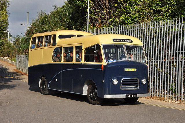 Morris Band Bus 14 LFC 01a
