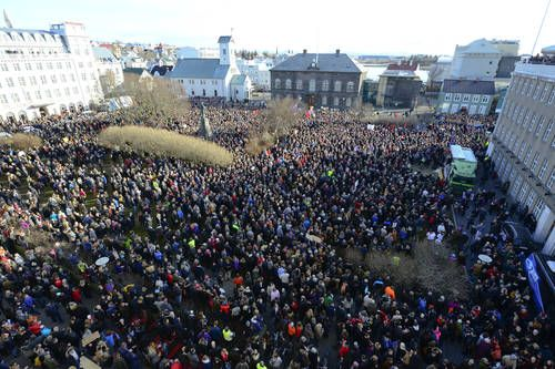 BREAKING: Iceland's Prime Minister Resigns Over #PanamaPapers Scandal - http://www.tweet.ng/2016/04/3230-breaking-icelands-prime-minister-resigns-over-panamapapers-scandal/